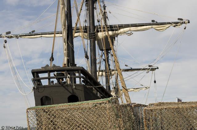Redes y nao en puerto de Ferrol