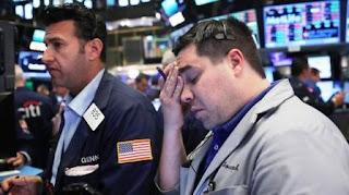 En las operaciones electrónicas realizadas después de hora los principales futuros en Nueva York cayeron tras un día de crecimiento limitado. En tanto las bolsas del sureste asiático y Australia abrían con fuertes bajas y el peso mexicano se desplomó un 11,96% frente al dólar estadounidense. A contramano, el oro creció un 4,74% a su nivel más alto en cinco semanas