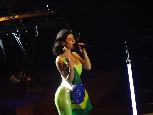 Marina And The Diamonds esbanja carisma na Lolla Partie em São Paulo