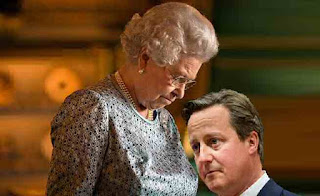 The Queen stands over David Cameron like she made Maggy Thatcher wait