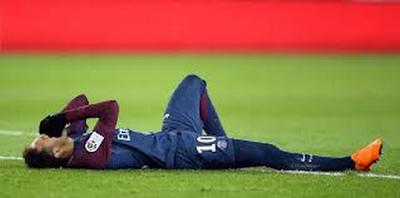 العار لكرة القدم  نيمار يتدحرج على الأرض بطريقة مسرحية Neymar Coupe du monde