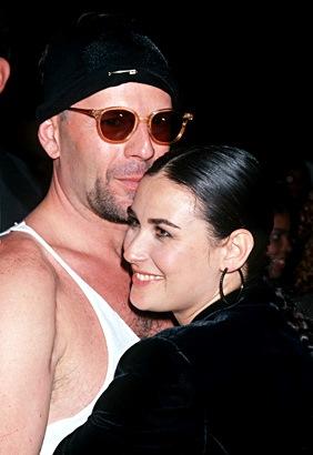 Foto de Demi Moore abrazando a Bruce Willis