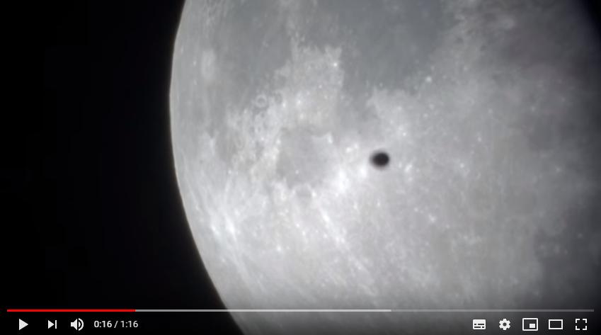 Video SuperLuna con UFO.