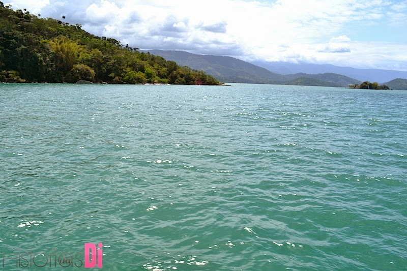 Praias com tons de cor verde esmeralda