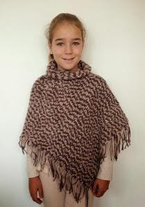 http://www.artedetei.com/2013/11/poncho-crochet-asimetrico-tutorial.html