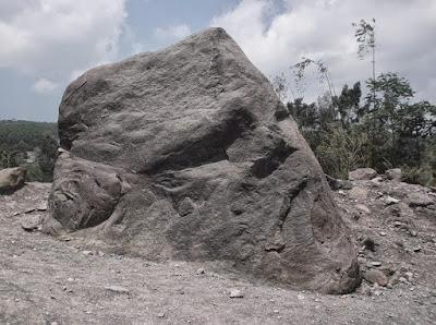 wisata advanture gunung di jogja | batu alien merapi
