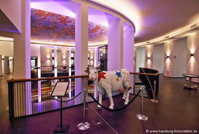 Weltraumkuh Stella im Planetarium Hamburg, neu