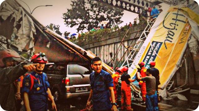 Dua Tewas, dan Tiga Terluka dari Robohnya Jembatan Penyebarangan orang (JPO) Pasar Minggu