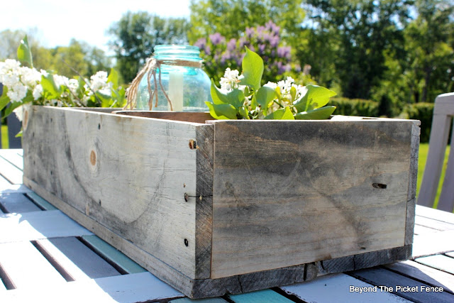 weathered wood, reclaimed wood, pallet wood, rustic, wood box, http://bec4-beyondthepicketfence.blogspot.com/2016/06/weathered-wood-pallet-crate.html