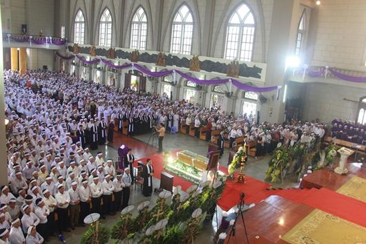 Ngày thứ Ba: Kính viếng và cầu nguyện cho Đức cha Phanxicô Xaviê Nguyễn Văn Sang - Ảnh minh hoạ 15
