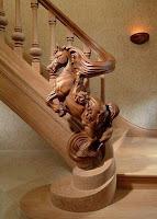 caballo tallado escalera