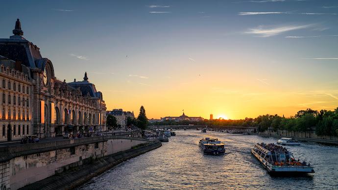 Wallpaper: Romantic Sunset in Paris