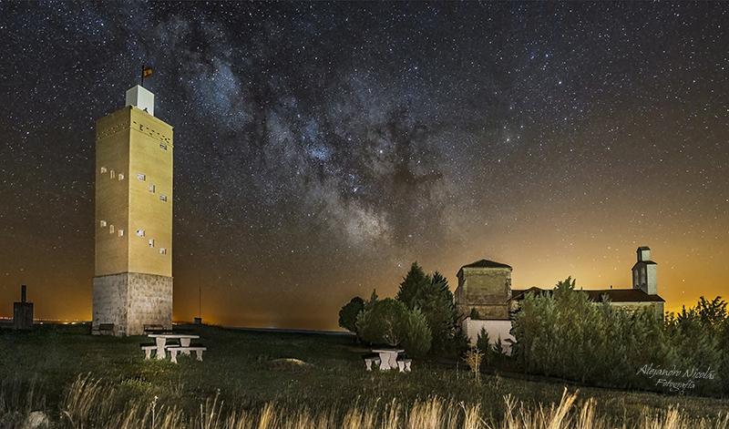 Lomas de Campos, Torre de San Cristobal y vía láctea