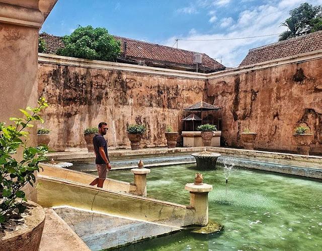 Foto kolam pemandian putri raja Taman Sari Jogja, sumber ig @comewetravel