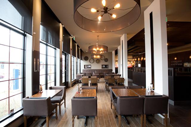 St-Hubert restaurant Québec Bouvier