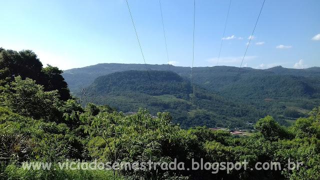 Bela vista das montanhas da Serra Gaúcha, às margens da BR-116