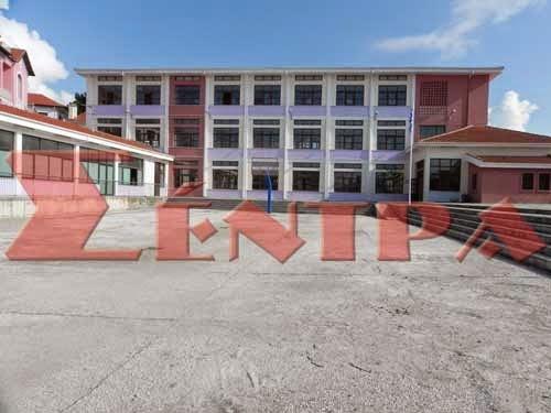 Mαθητής του 1ου Δημ. Σχολείου Καστοριάς έπεσε σε φρεάτιο της αυλής του σχολείου και διακομίστηκε στο Νοσοκομείο όπου και τοποθετήθηκαν οκτώ ράμματα!!!