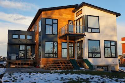 แบบบ้าน 2 ชั้น สไตล์โมเดิร์น ด้านหลังบ้าน