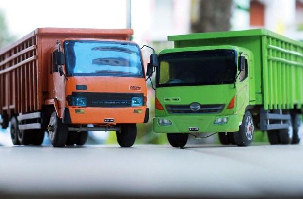 truk fuso mitsubishi miniatur kayu
