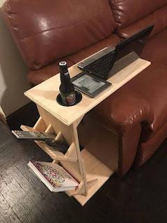 Mesas de madera de apoyo para el sillón