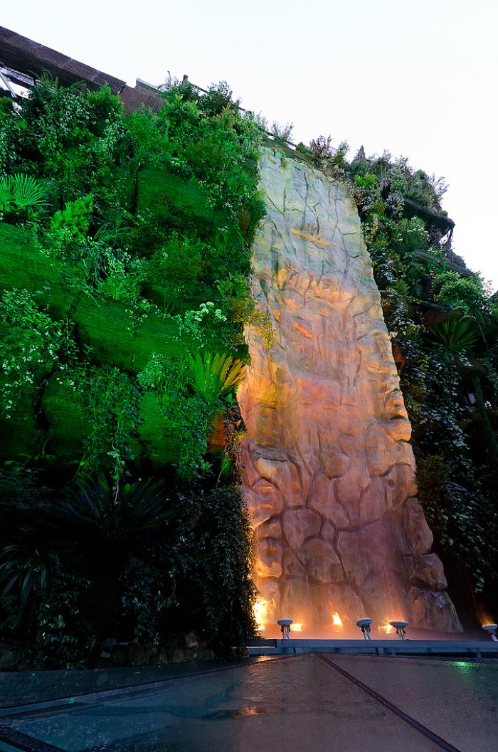 De paseo por madrid el jard n vertical m s grande del mundo - El jardin vertical ...