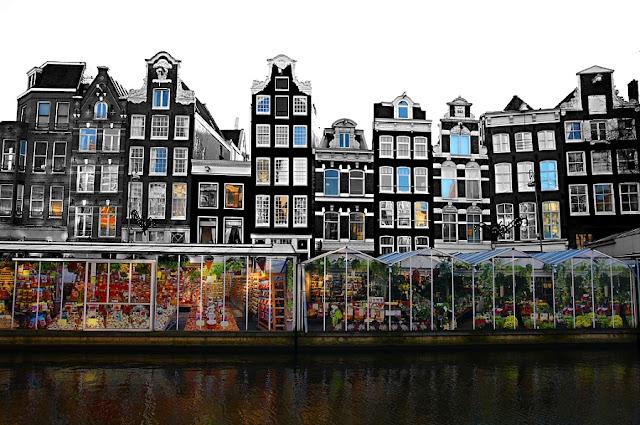 Mercado Flutuante das Flores e Canal Singel em Amsterdã