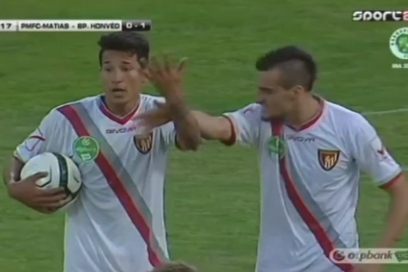 Davide Lanzafame argues with teammate Leandro Martínez over who should take the penalty