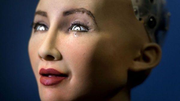 El robot saudí que tiene más derechos que mujeres e inmigrantes