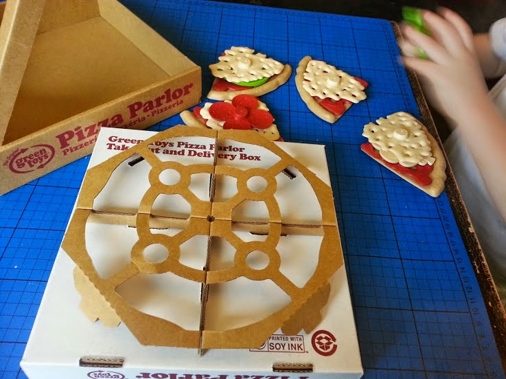 Green Toys 100% recycled toy Pizza Parlour Review clever packaging box