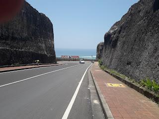 Undername Import Door to Door (Cargo From USA,Hungary)Surabaya To Pulau Bali