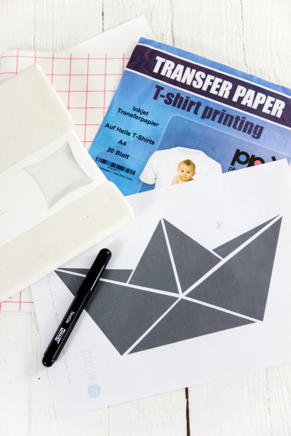 Material für DIY Geschenkidee: Anleitung für ein selbstgemachtes Foto-Kissen mit Papierboot inklusive kostenloser Vorlage! by http://titatoni.blogspot.de