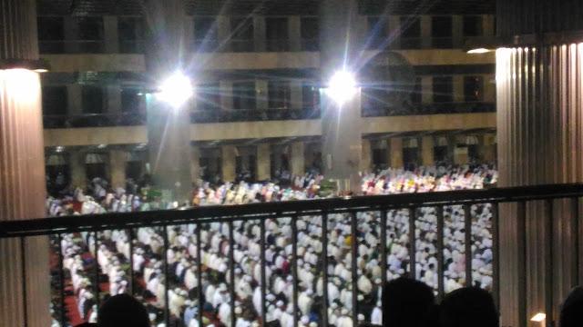 Serasa Di Mekkah, Begini Penampakan Umat Muslim 112 Saat Lakukan Tahajud Di Masjid Istiqlal