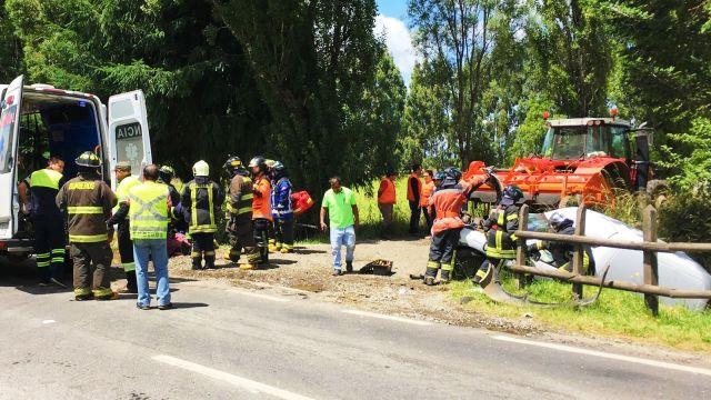 Purranque: colisión entre tractor y furgón deja dos lesionados