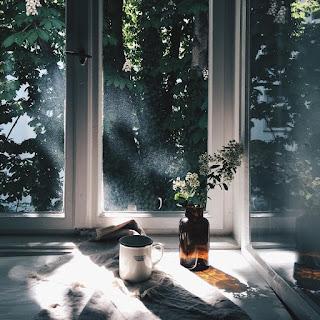 jendela yang terbuka