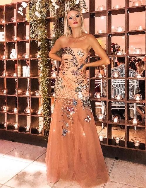 vestido de festa com transparência