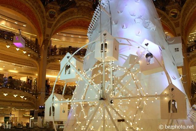 рождественское оформление Galeries Lafayette