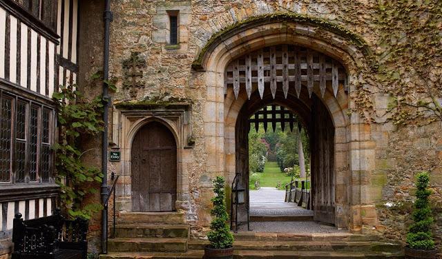 hever-castle-rande-gatehouse-1020x599.jpg