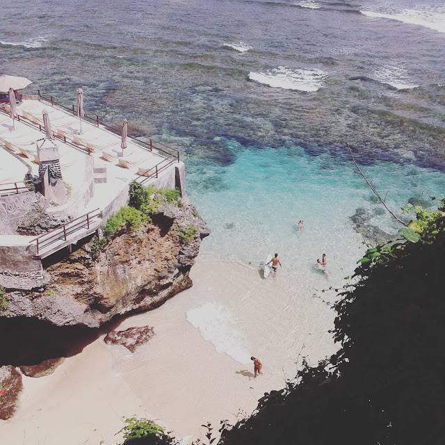 foto pantai suluban atau blue point bali