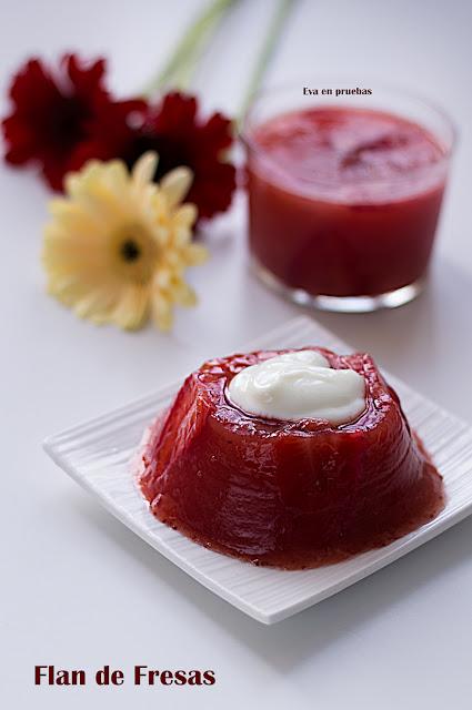 Delicado postre con textura de flan, pero preparado con fresas y té.