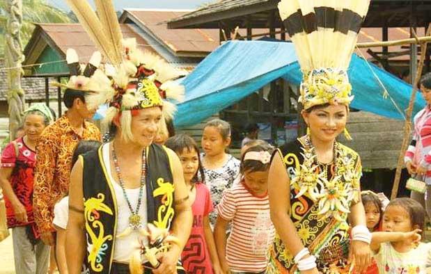 Inilah Pakaian Adat Dari Kalimantan Utara (Pria dan Wanita)