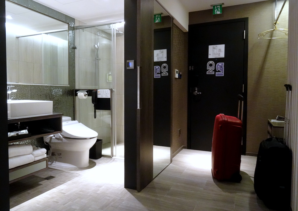 My hotel in taipei tango inn taipei ximen and hotel room for Design ximen hotel review