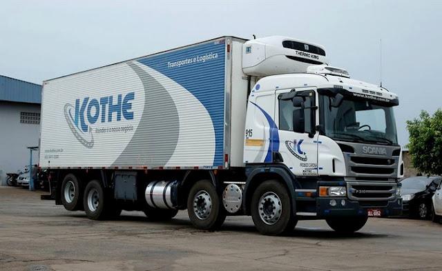 Scania P 310 com tração 8x2 e baú refrigerado pertencente a Kothe Transportes