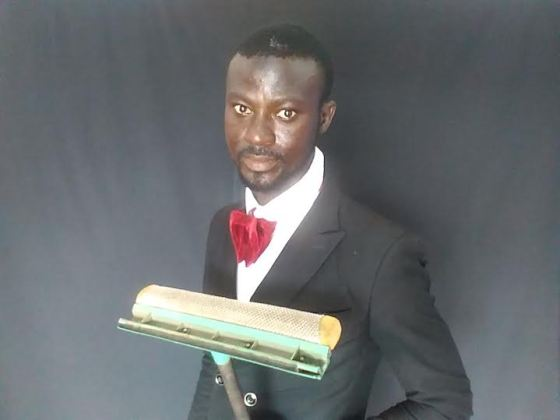 Abdulahi Olatoyan the trendy windshield cleaner spotted in Abeokuta dressed corporate and cleaning car windows