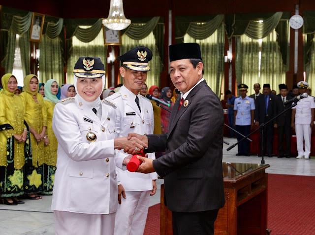 Hj Normiliyani Saat Dilantik Sebagai Bupati Barito Kuala Oleh Gubernur Kalsel, H Sahbirin Noor
