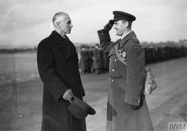 Polish President Raczkiewicz gives a medal to a Polish airman, 1941 worldwartwo.filminspector.com