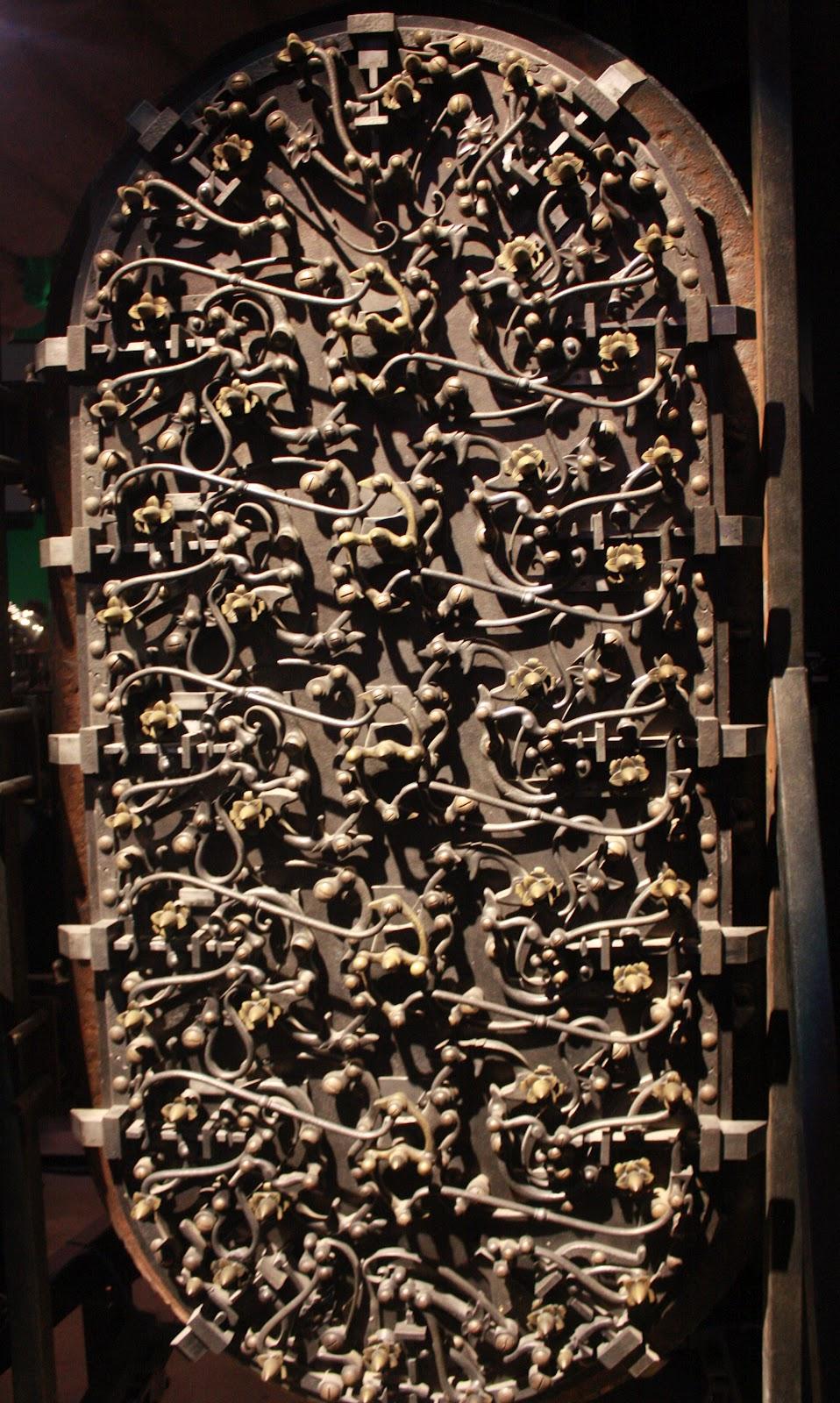 Detail on door of Gringotts\u0027 bank vault  sc 1 st  My week in pictures & My week in pictures: Harry Potter (Part One)