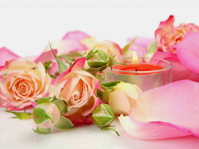 pink-roses-with-candle-light-image