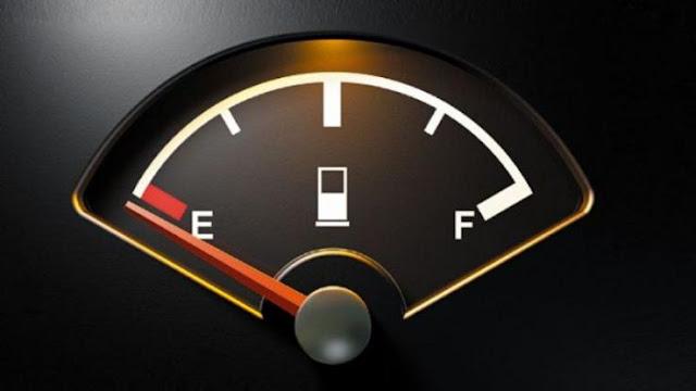 Αγνοήσατε το λαμπάκι της βενζίνης; – Δείτε τι να κάνετε αν μείνετε από καύσιμα