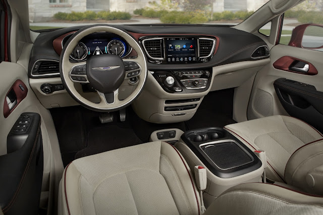 2017 Chrysler Pacifica interior view