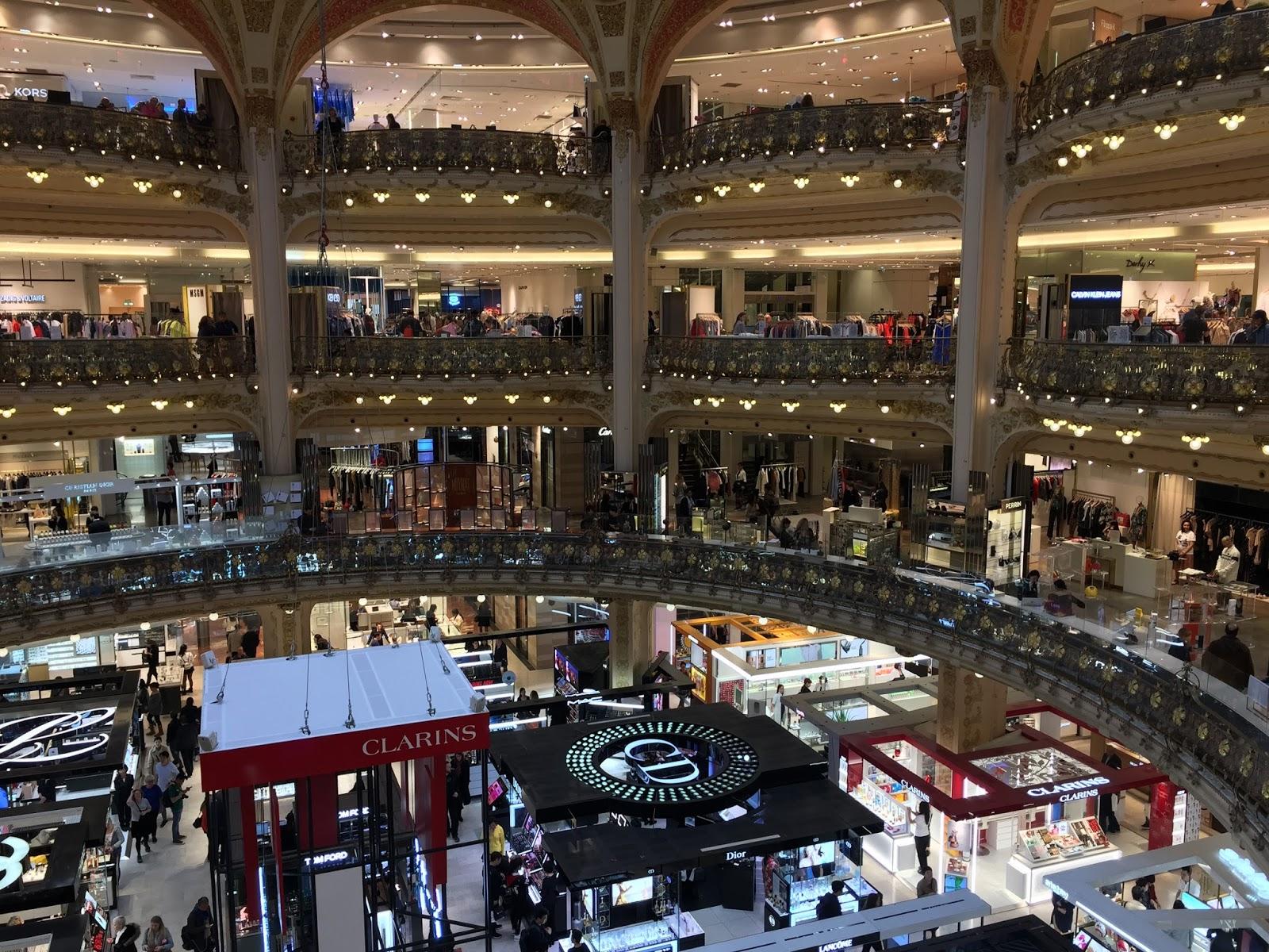 3a4a469dc1a Mulle üldiselt suured pirakad kaubamajad ei meeldi, aga loomulikult  külastasin ma poe raamatuosakonda. Siiski on pood valitud maailma 14 parima  kaubamaja ...